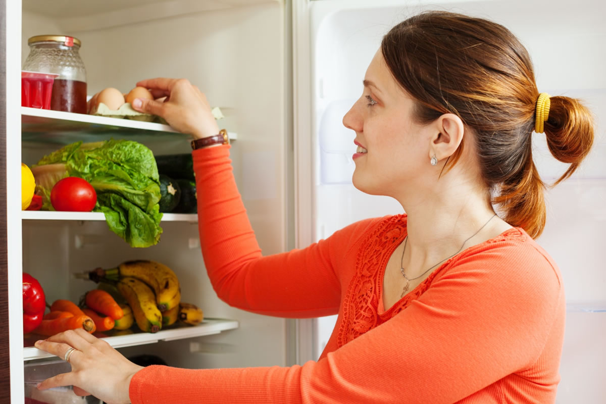 Five Simple Fridge Cleaning Tips and Tricks